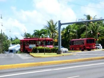 赤いシャトルバス.jpg